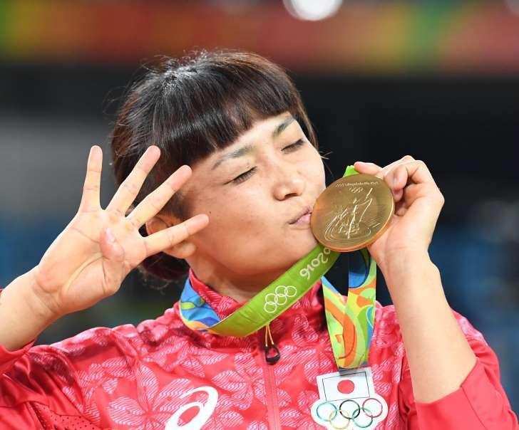 伊調馨が五輪4連覇達成!女子個人種目では史上初「お母さんが助けてくれた」