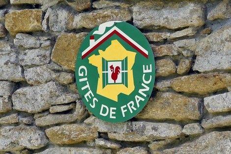 Podcast 2'31 (Français)  - Il y a 60 ans, naissaient les premiers GÎTES DE FRANCE. Leur succès ne faiblit pas - 09/01/15 -  Émission RTL CONSO MATIN avec Armelle Levy - http://www.rtl.fr/actu/economie/gites-de-france-les-carnets-de-commande-en-hausse-de-10-pour-2015-7776148883