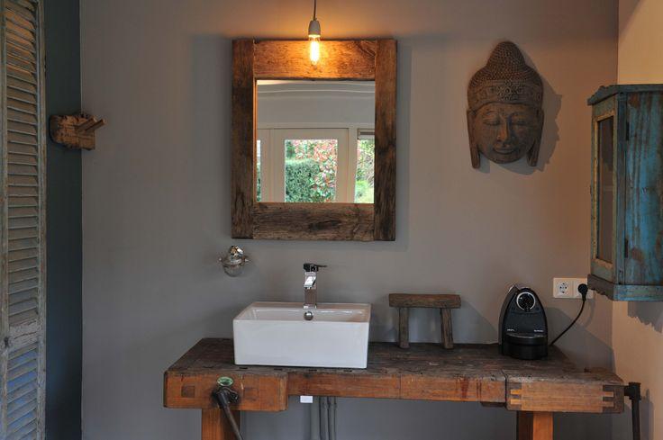 Oude werkbank met wasbak voor zowel keuken als badkamer gebruik namaste garden house on the - Oude keuken wastafel ...