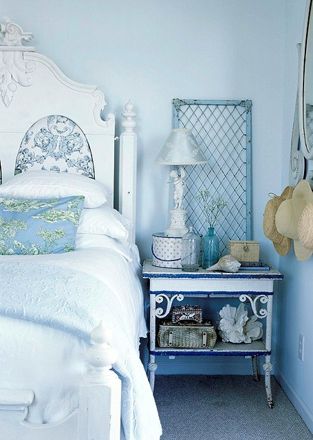 Light blue. Kids bedroomKids Bedrooms, Beach House, Beach Cottages, Cottages Bedrooms, Shabby Chic, Blue Wall, Beach Theme, Blue Bedrooms, Bedside Tables