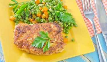 This Greek chicken with peas recipe is a simple way to sneak some vegetables onto your family's plates!