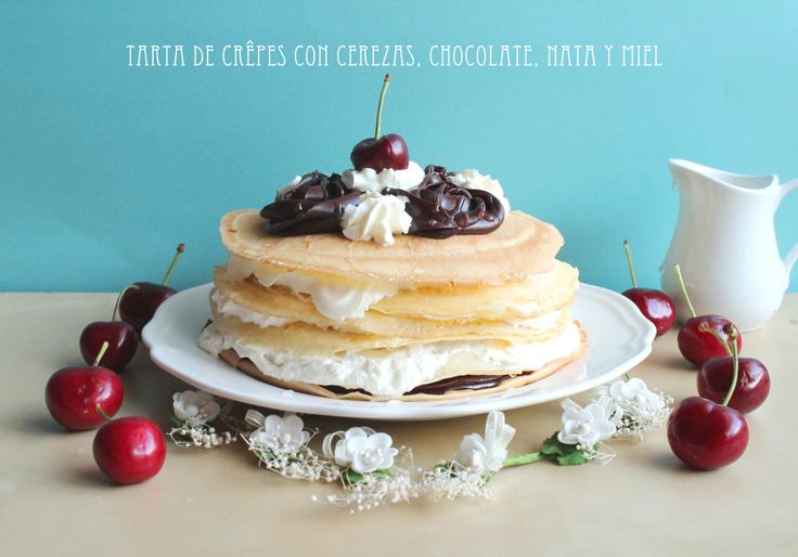 Tarta de crepes y cerezas.  http://elrincondeanayancor.blogspot.com.es/2014/05/tarta-de-crepes-con-cerezas-chocolate.html
