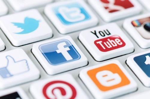 10 conseils pour lutter contre le piratage de ses comptes sur les réseaux sociaux. Devant les risques accrus de vols de données personnelles liés au piratage de ses comptes sur les réseaux sociaux , la Commission nationale de l'informatique et des libertés (CNIL) a mis en ligne une série de mesures à destination des internautes afin de prévenir, repérer et réagir en cas d'attaque.