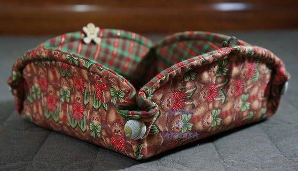 Cesta de natal para frutas secas com botões revestidos e botões de madeira.  OBS.: Consulte a disponibilidade dos tecidos. R$ 30,00