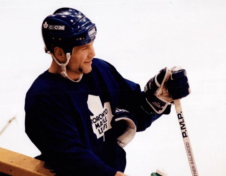 A clean shaven (!) Wendel Clark during a Leafs practice.