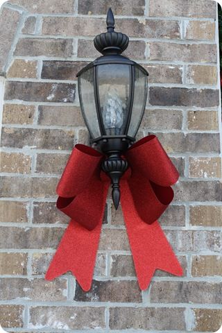 I have never put bows on my outdoor lights. Might have to give it a try this year.