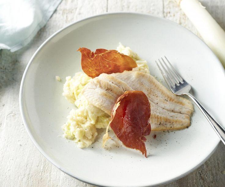 Uno dei nostri modi preferiti per preparare una grande quantità di verdure in pochissimo tempo è di cuocere le patate e le verdure in una sola pentola. Questo stamppot si abbina perfettamente con un filetto di pesce e una croccante fetta di prosciutto di Parma per dare il tocco finale alla pietanza.