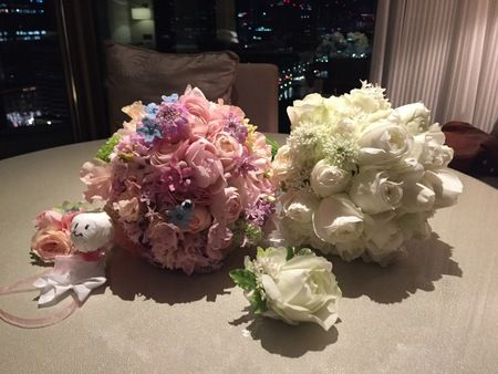 クラッチブーケ パレスホテル様へ 当日を思い返すたびに涙が出てしまう、という一日 : 一会 ウエディングの花