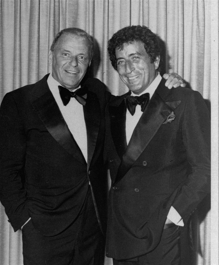 Frank Sinatra with Tony Bennett, June 1980 in Reno. Two pros qho can deliver a lyric