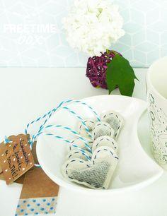 Bonjour ! Pour faire passer de jolis messages, je vous propose aujourd'hui de créer vous même vos sachets de thé afin d'égayer votre journée avec des mantras super sympa ! Vous aurez be…
