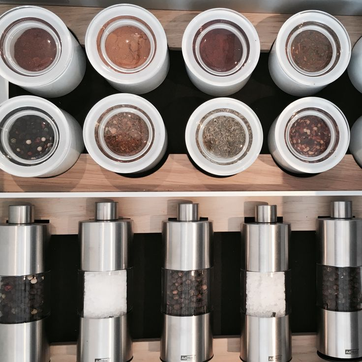 SieMatic drawers and pullouts are extremely sturdy and with a flexible system of dividers. Use your SieMatic cannisters and jars to store your herbs and spices efficiently.