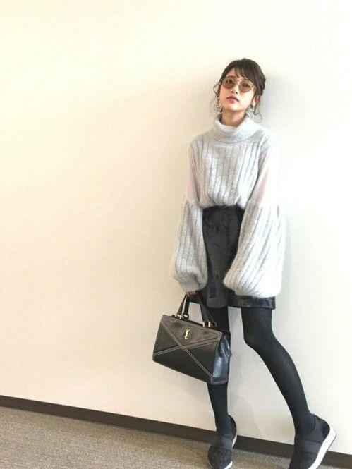 大人の女性はこう着ます♡子供っぽく見えない台形スカートの着こなし術 - Locari(ロカリ)