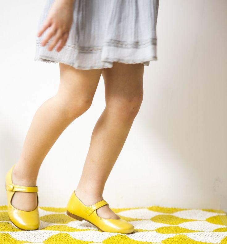 Las merceditas son el zapato ideal para combinar con cualquier look!  En Ganzitos tenemos una amplia selección de calzado para niña que puedes comprar online!  Descubre nuestras bailarinas, merceditas, manoletinas, alpargatas y chanclas para niña.  Colección Primavera Verano 2018 ya a la venta #Ganzitos #calzadoinfantil #zapatosparaniños #merceditas #bailarinas #manoletinas #shoes #kidsfashion #cutekids #glitter