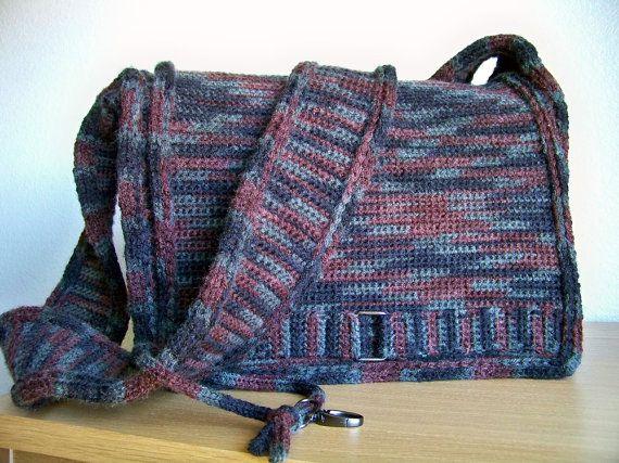 Knitting Pattern Messenger Bag : 25+ best ideas about Crochet messenger bag on Pinterest Crochet handbags, C...