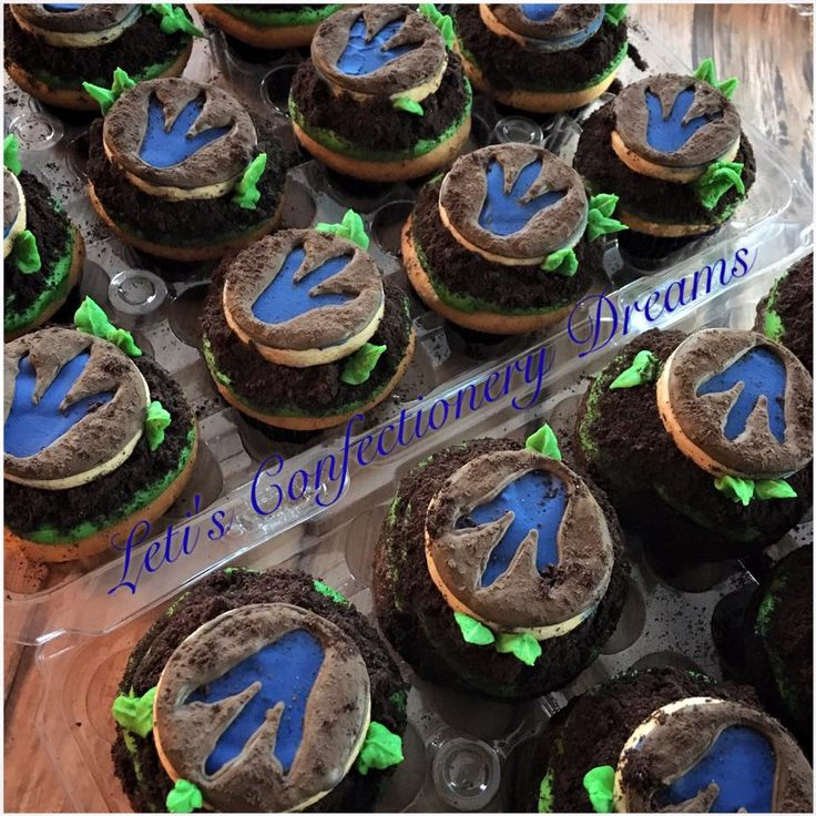 Jurassic World Cupcakes My oldest son turns 7... - Leti's Confectionery Dreams