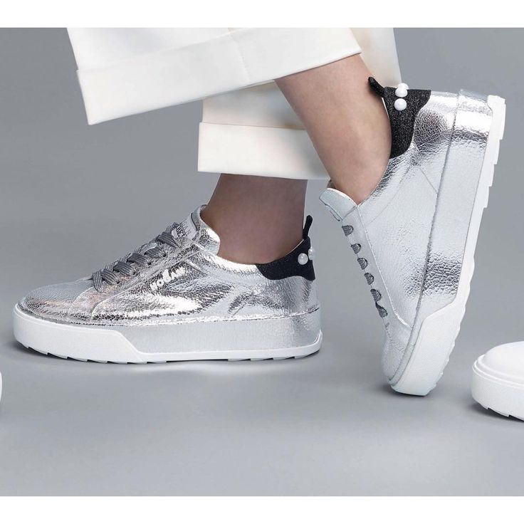 A sleek silver metallic feel on the #HOGAN #H320 #sneakers   Join the #HoganClub #lifestyle and share with us your @hoganbrand pictures on Instagram