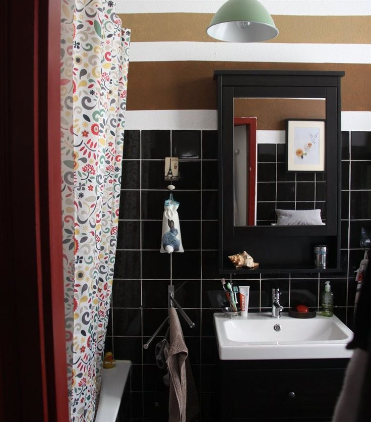 Add some colour to a dark bathroom with an ÅKERKULLA shower curtain | See more of Era's apartment in Vienna in live from IKEA FAMILY