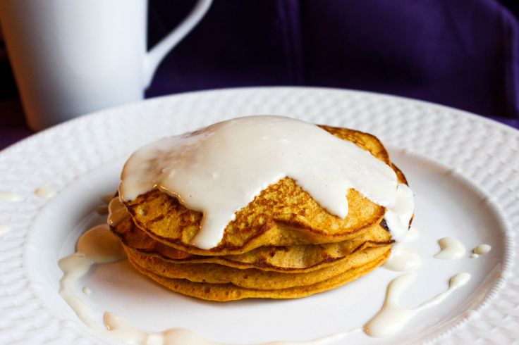 I woke up this morning knowing I was going to make pancakes. It took me a good half hour to figure out exactly what kind, but I finally decided on these pumpkin oatmeal protein pancakes. I had some pumpkin puree left over from when I made Pumpkin Chocolate Chip Brownies the other day, so I thought this might be a good place to use some more of it.    This recipe is actually adapted from my Oatmeal Protein Pancakes. Since I was headed to the gym straight after breakfast, I wanted a pancake…