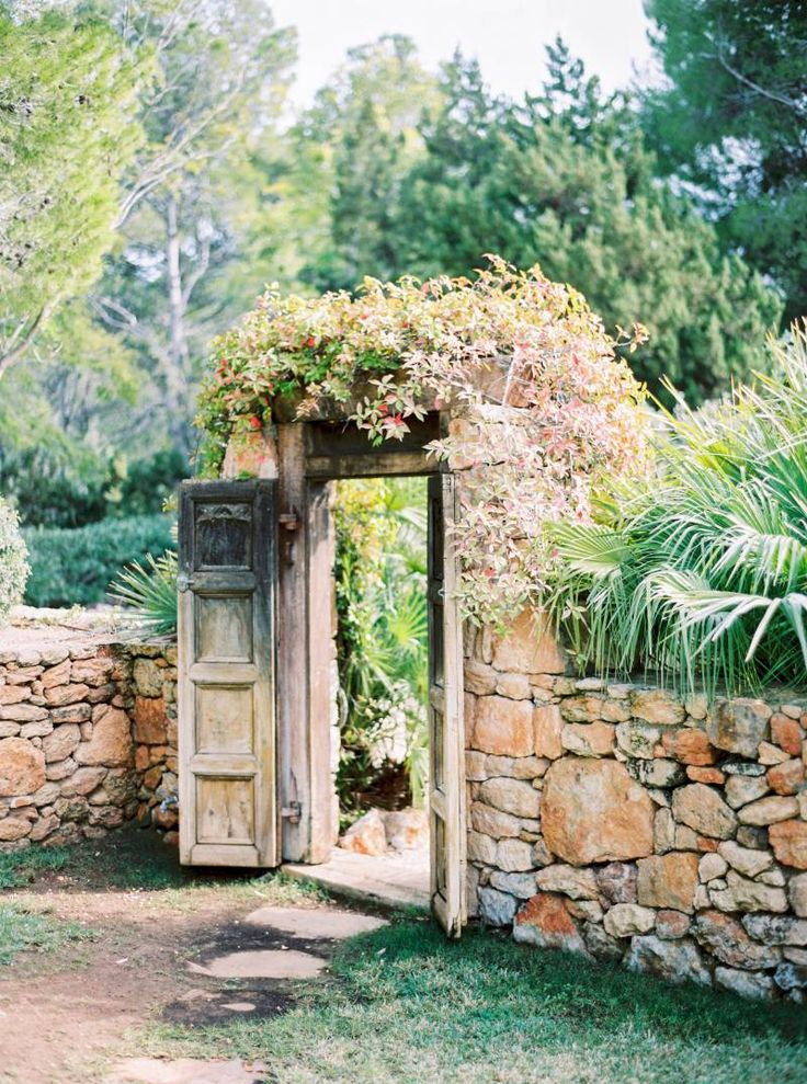 Ethereal whitewashed walls, breathtaking views with direct access to the Mediterranean sea and endless sun… this Ibiza gem of a wedding venue, tucked within its privately-owned 30 acres of fragrant pine forest is what my dreams are made of.A refreshingl