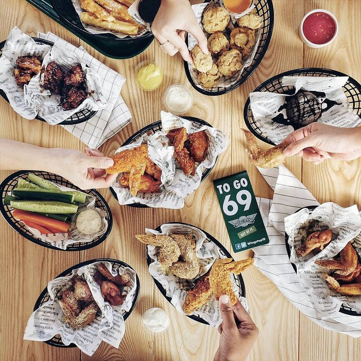 Congrats for the opening of @WingstopID at Sutos! It's Wingstop 1st restaurant in Surabaya and the 900th worldwide. Love love the fresh juicy wings they have 8 special sauces. My personal favorite? Crunchy wings with the spicy Mango Habanero and Garlic Parmesan sauce.  Enjoy their Buy 1 get 1 special for the opening week. Simply follow @WingstopID and regram the opening post. Wingstop open daily Sun-Thu 10am-00am Fri-Sat 10am-02am. What are you waiting for? Go now do the munch guys!! :)…
