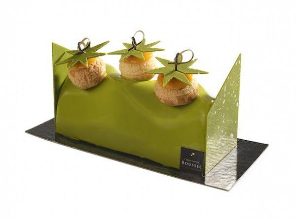 Noël Ô Soleil - Christophe Roussel : Une bûche fruitée aux parfums de mangue, de citron vert et de noix de coco avec de petits choux garnis de crème exotique  6 parts : 36€