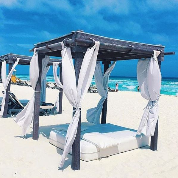 Enjoy the sun, sand and sea in one of the beach cabanas at Hyatt Ziva Cancun. (Photo via @zongputao)
