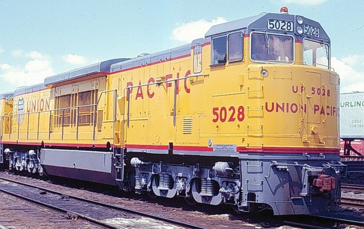 GE, General Electric U50C is a large 5,000hp twin-engine (consisting of two 2,500hp engines) six-axle diesel locomotive built from 1969 to 1971