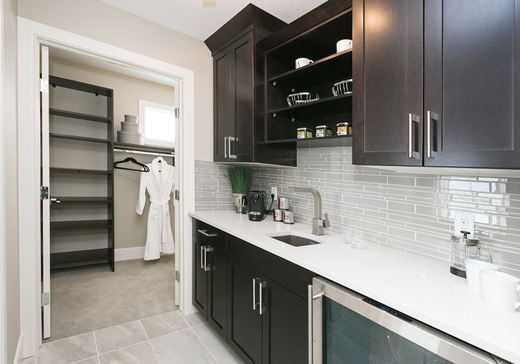 A personal bar in the passageway from the master bedroom to the walk-in closet? Yes, please!