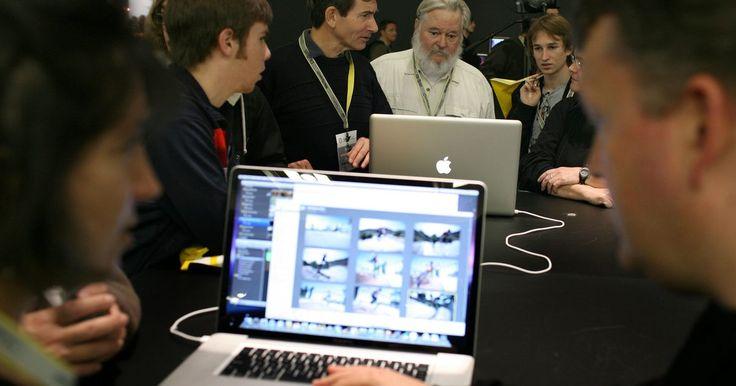 Cómo obtener privilegios de administrador en Mac OS X MacBook sin un disco. Apple fabrica una línea de computadoras portátiles llamadas MacBook, que ejecutan el sistema operativo Mac OS X. En Mac OS X, a las cuentas de usuario son asignadas uno de los dos niveles de permiso: estándar y administrador. Las cuentas de administrador tienen la capacidad de instalar programas, borrar archivos del sistema y cambiar la ...