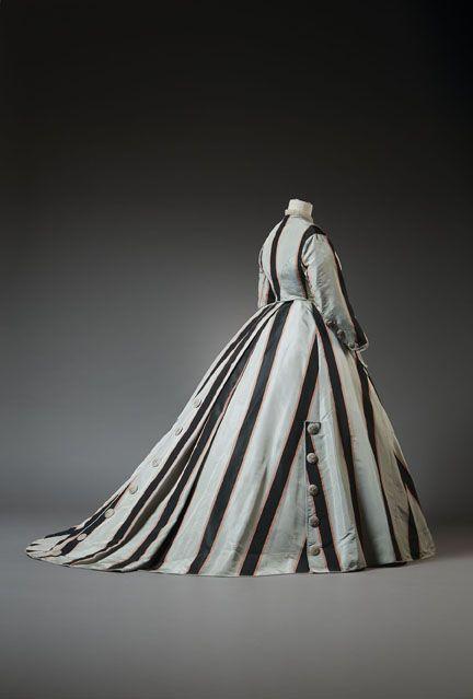 Ca. 1867. Silk dress in two pieces. Musée de la Mode et de la Dentelle, Brussels, Belgium.