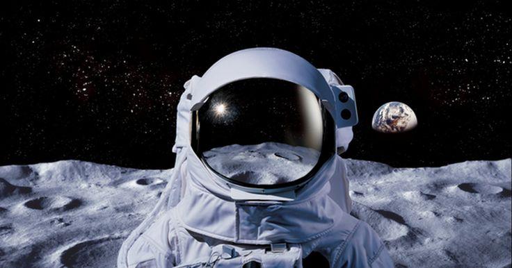 """Diez razones por las cuales el alunizaje podría ser mentira. """"Un pequeño paso para el hombre, un gran salto para la humanidad"""" fue la frase que Neil Armstrong dijo el 20 de julio de 1969, al convertirse en el primer hombre que pisó la Luna, tras una exitosa misión a bordo del Apollo 11. Esa gran hazaña auspiciada por la NASA fue transmitida por ..."""