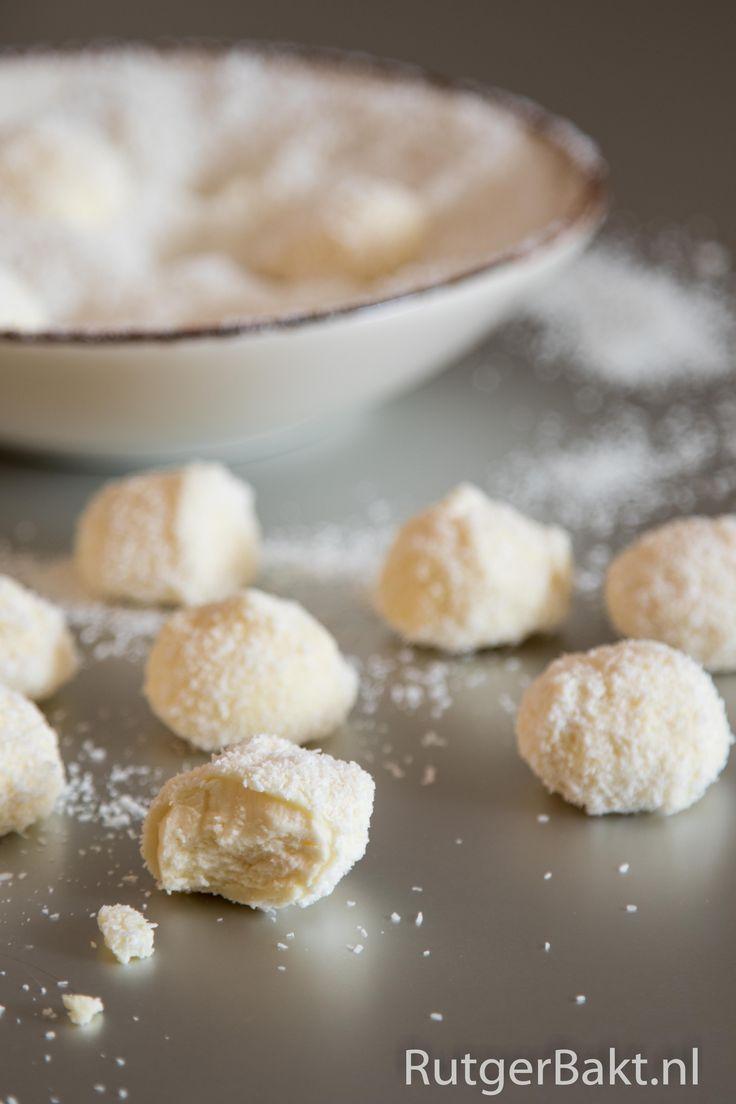 Recept: Kokostruffels met witte chocolade en steranijs / Recipe: Coconut truffles with white chocolate and staranise