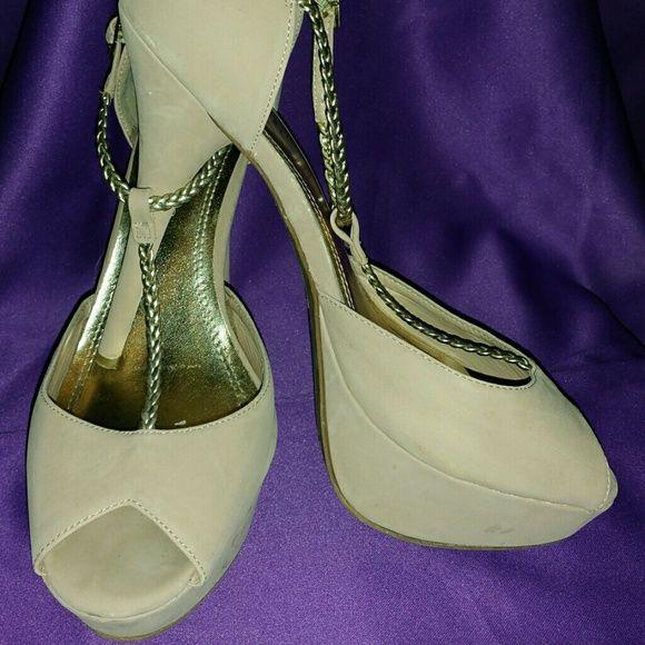 Beautiful tan and gold open toe heels! Open toe platform heels beautiful and comfortable shoe. rue 21 etc! Shoes Heels