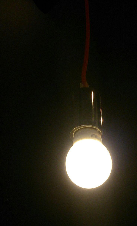 Niby tylko żarówka, a tak naprawdę spory problem - pomoże elektryk - http://aiba.pl/niby-tylko-zarowka-a-tak-naprawde-spory-problem-pomoze/