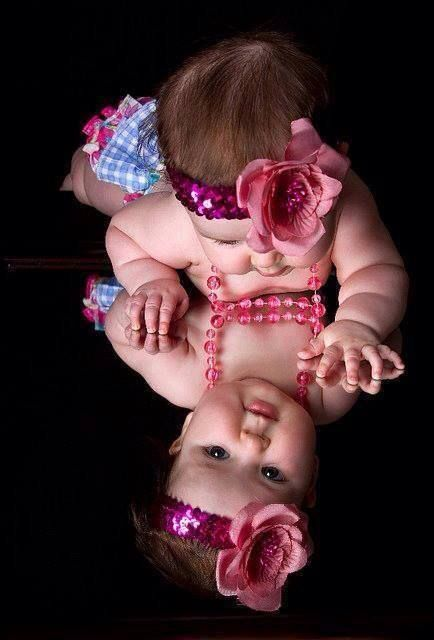 ♥ cute idea for baby picture!