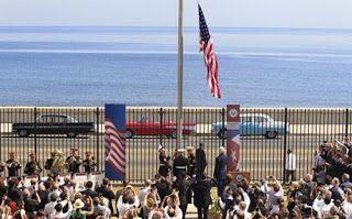 Μετά από 54 χρόνια η αμερικανική σημαία κυματίζει και πάλι στην Αβάνα