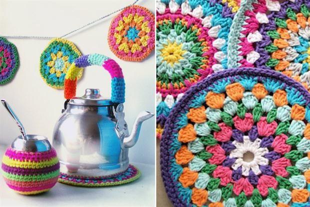 Mate tejidos a crochet con lana acrílica, posapava multicolor y pava con mango tejido (todo, QUE MONONO).