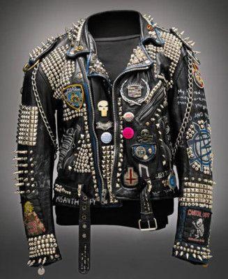 Рокерская кожаная куртка на выставке