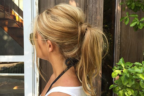 Messy ponytail for bachelorette party (beach waves for shower?) 7 Tips On How To Do The Perfect Messy Ponytail Tutorial | Gurl.com