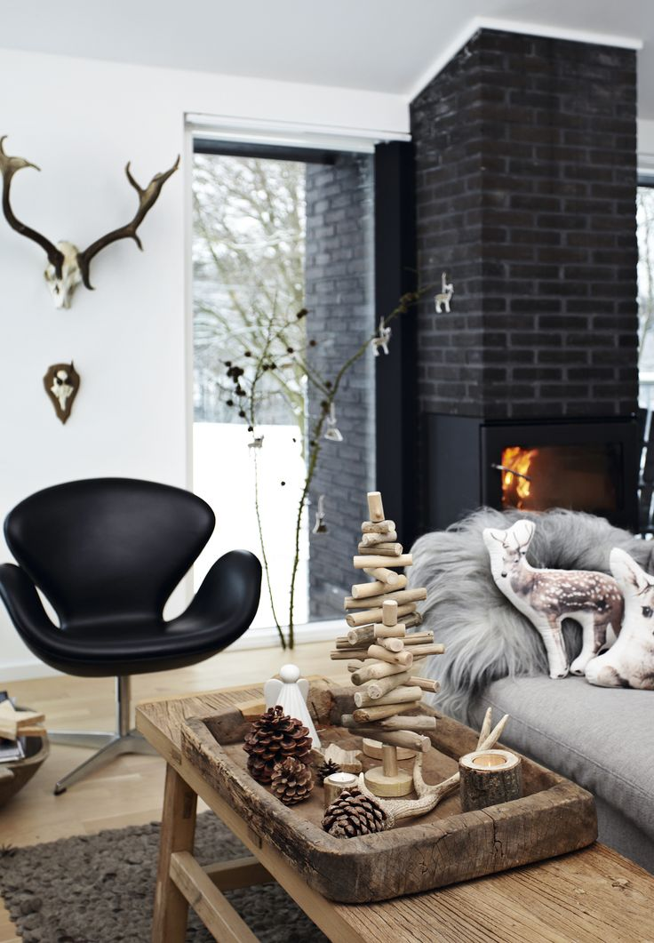 Rustic and nordic Christmas decorations in natural materials in the living room.