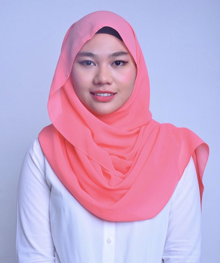 Pandora Peach. One of the many moons of Saturn. Exudes friendliness and modesty. Decorated with Swarovski crystals at one corner of the shawl, which resembles the shape of a star and also a Belle Aurora silver logo. Size: 2.0 x 0.7m Material: Soft chiffon, cool to the skin.  Price: RM 65.00 (includes poslaju postage) - postage day: Monday and Thursday. This item will be packed in a classy black box. Colour may differ slightly due to indoor camera flash settings.  Visit IG page: belle.aurora