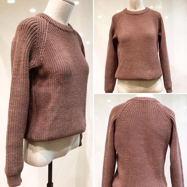 """В условиях предстоящей суровой русской зимы - вязаный свитер становится незаменимой вещью в любом гардеробе. ☃️❄️Я тоже обзавелась тёплым свитером """"Начало"""" прямого фасона от моего любимого российского дизайнера #ViKiS. 🛍Состав как всегда изумительный - шерсть и акрил, а цена приятная - 5518₽ Кстати, можно выполнить такую модель в другом цвете по вашему заказу! А доставка по всему миру! ✈️🚀 #Russian #russianlooklm #russianfashion #lookmagazine #одежданазаказ #ViKiS #вязаныевещи…"""