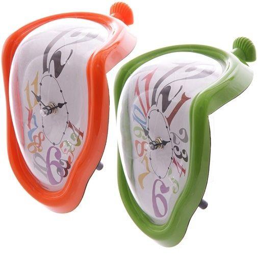 Salvador Dali: Les Montres Molles (1968), avagy a Puha órák című munkája ihlette ezt a kreatívan formatervezett, szürrealista elfolyó óra csodát. A...
