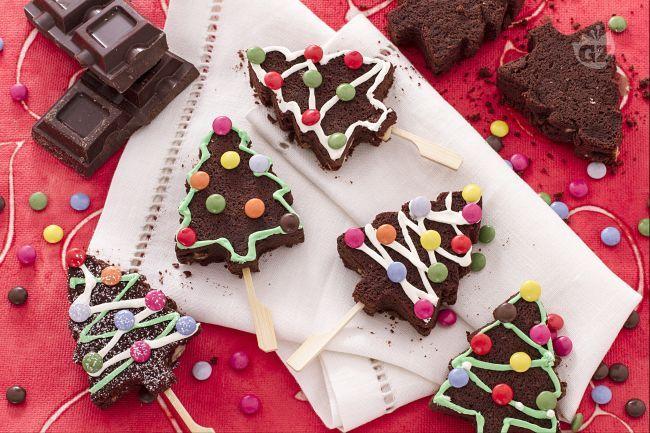 Gli alberi di Natale brownies sono dei deliziosi dessert monoporzione di grande effetto: stupiranno i vostri ospiti sulla tavola natalizia!
