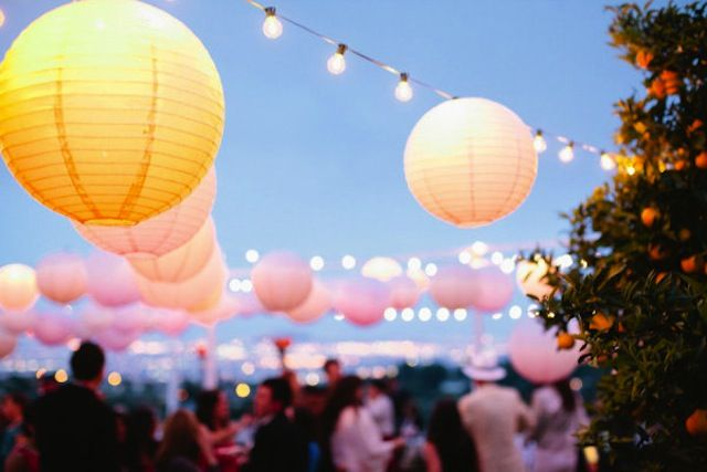 Great ambiance: Backyard Beautiful, Paper Lanterns, Summer Parties, Backyard Palo, String Lights, Summer Night, Gardens Parties, Backyard Wedding, Parties Lights