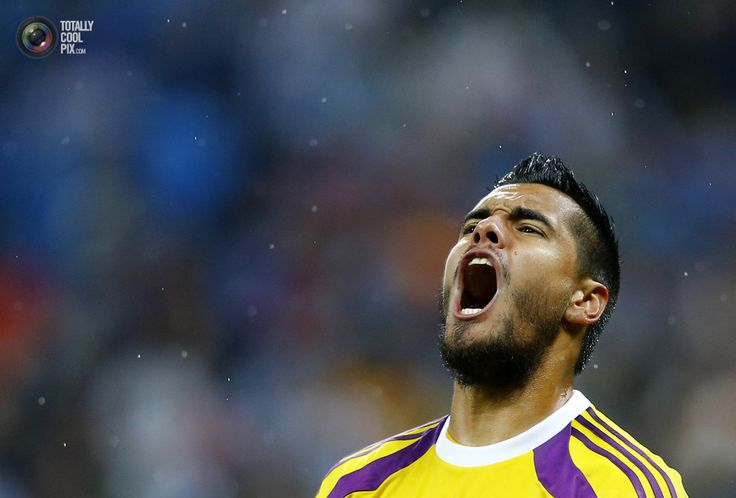 World Cup 2014: The Netherlands vs Argentina Semi-Final Highlights - Argentina's goalkeeper Romero reacts after a save on a shot at goal by Vlaar of the Netherlands during a penalty shootout in their 2014 World Cup semi-finals in Sao Paulo. DOMINIC EBENBICHLER/REUTERS