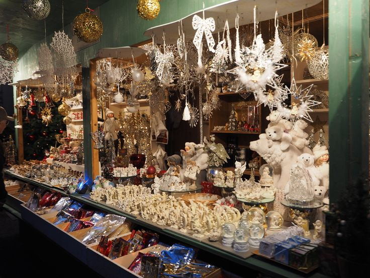 Snowflakes and snowglobes from the Salzburg Christmas Market