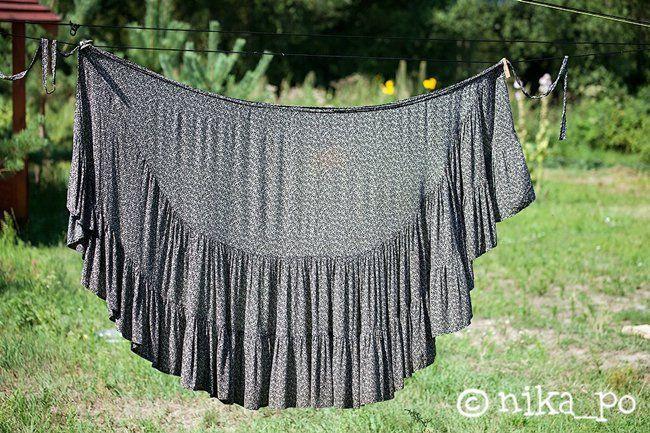 Оригинал взят у nika_po в Юбка-обертка Видела в сети картинку с такой юбкой, её можно носить ещё и как платье. Я очень люблю и юбки с запахом и ярусные, поэтому мне…