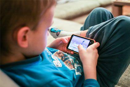 Se han desarrollado apps para niños con discapacidad que mejoran sus habilidades cognitivas y otras destrezas mientras se divierten.  A continuación, os dejamos las 10 apps más recomendables para niños con problemas de aprendizaje, discapacidad intelectual, visual o física, niños con síndrome de Down y con autismo.