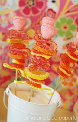 Aloha Summer Candy Kabobs @anna and blue paperieAloha Parties, Birthday Parties, Beach Parties, Fruit Kabobs, Diy Tutorials, Parties Favors, Parties Ideas, Summer Birthday, Candies Kabobs